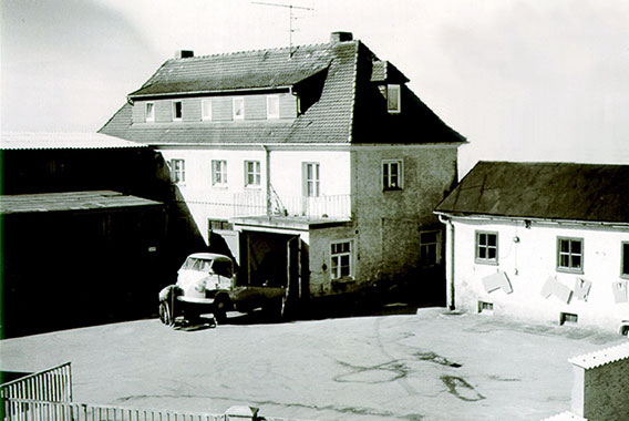 "Historic picture of company headquarters of craft enterprise Kerschl & Schmidt - subsequently ""Kermi"" (in 1960s)"