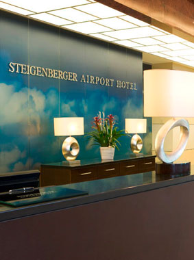 Interior view (reception) Steigenberger Airport Hotel in Frankfurt, Kermi references (source: Steigenberger Airport Hotel)