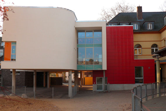 Exterior view of Ringschule Frechen, Kermi references (source: V. Oertel)