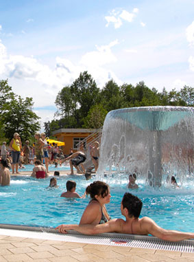 View of pool and water at Monte Kaolino leisure park in Amberg, Kermi references (source: Freizeitpark Monte Kaolino GmbH)