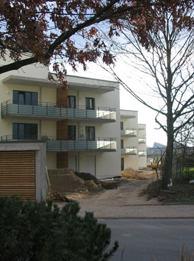 Exterior view (balconies) of assisted living in Raunheim, Kermi references