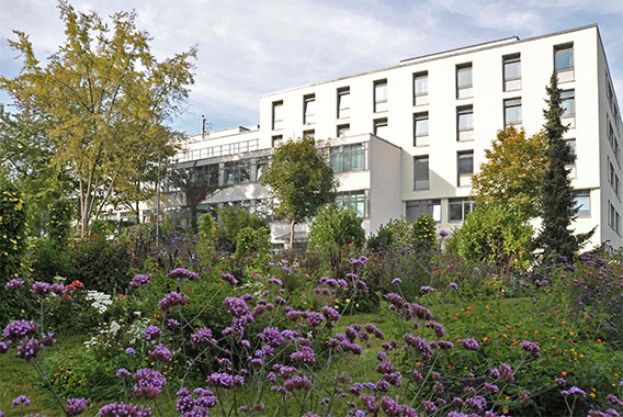 Exterior view of Regensburg district hospital, Kermi references (source: fotoflug.de on behalf of medbo)