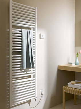 Kermi Duett-E design and bathroom radiator for all-electric operation with WFS electrical set