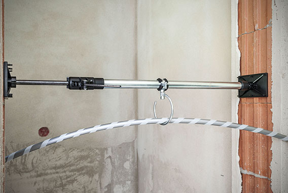 Kermi x-net C17: x-net pipe guide prevents adhesion of hook and loop pipe