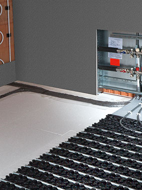 Kermi x-net C21: connection of x-net wall heating to underfloor heating at distributor